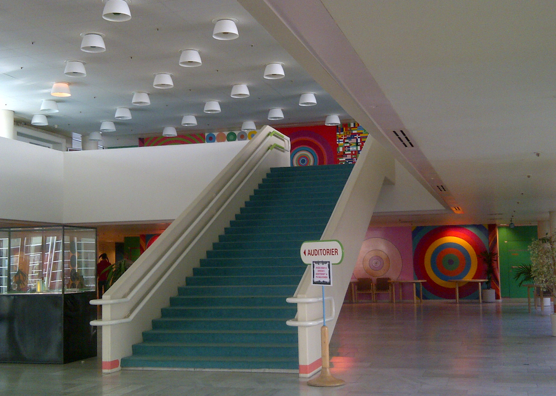 Foyer Entrance Zimbabwe : Colour me well the phraser