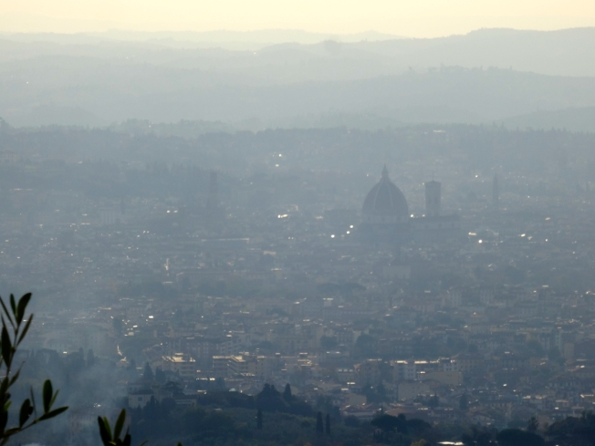 Faint view from Fiesole of: la famosa cupola del Duomo di Firenze