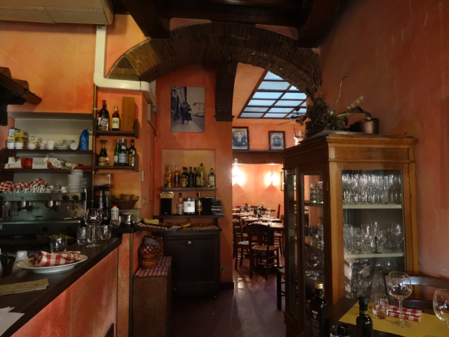 View through to the tables in Ristorante I'Polpa in Fiesole