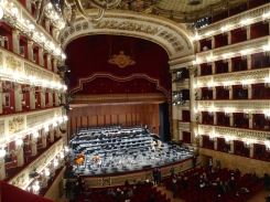 Waiting to start - Teatro di San Carlo
