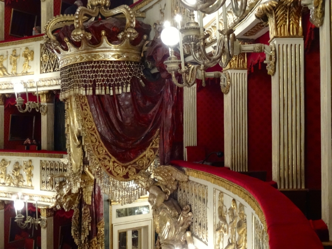 The crown above the Royal Box - Teatro di San Carlo