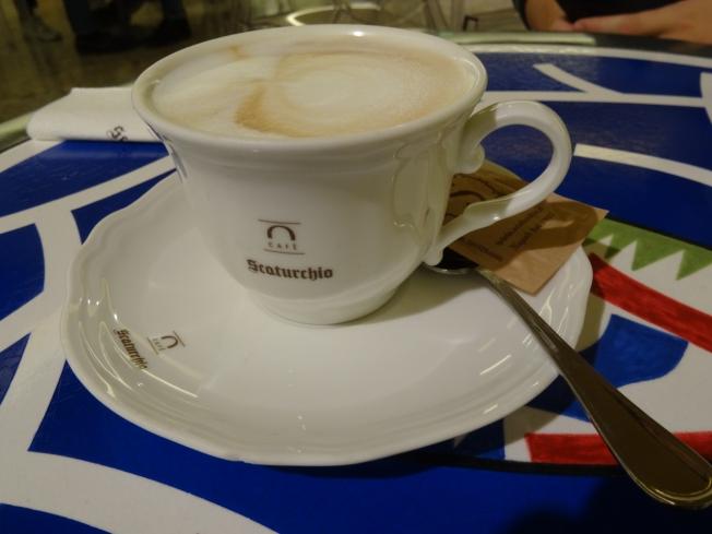 Scaturchio - cappuccino in the opera café