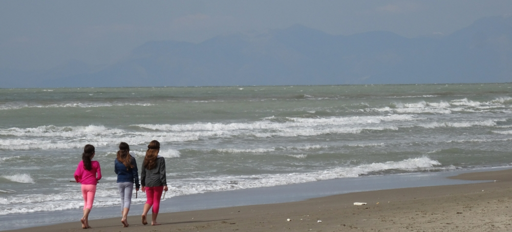 A day on a beach just north of Naples, Italy - with a dog in mind (5/6)
