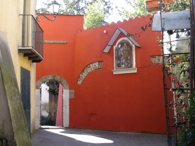 The entrance to Hortus Conclusus in Benevento