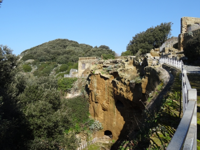 Path leading to the terrace in Cuma