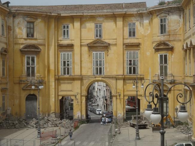 The road through the central quadrangle of the Palazzo Reale di Portici
