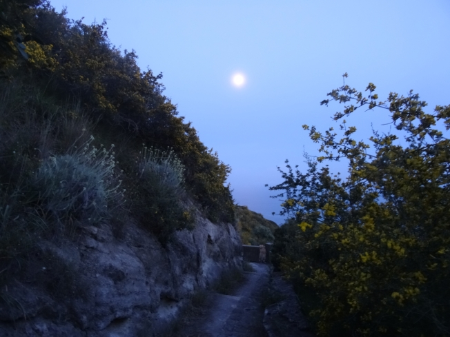 The last of the sun and the first of the moon on Capo Miseno