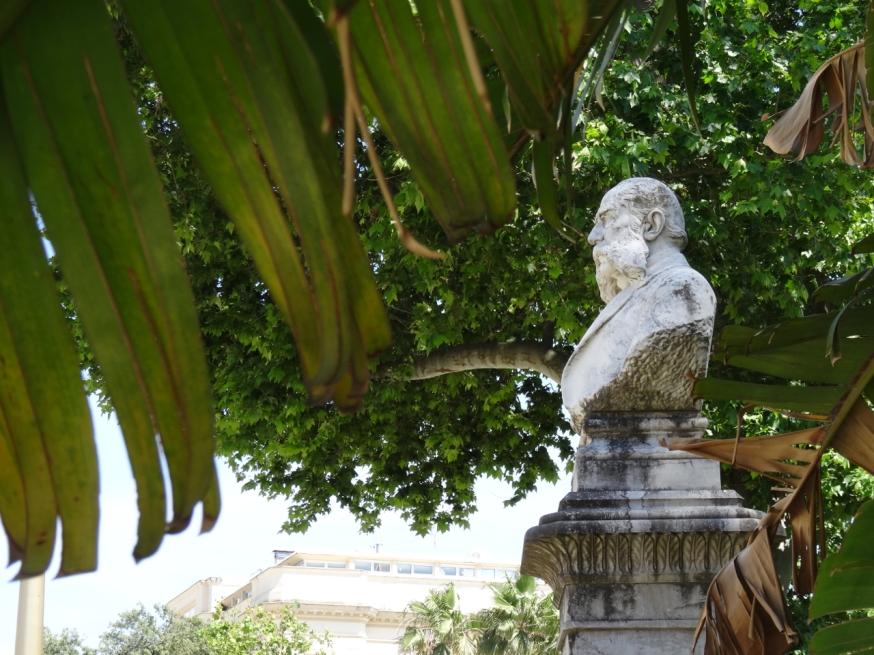 Men glimpsed in passing in the Villa Comunale in Naples