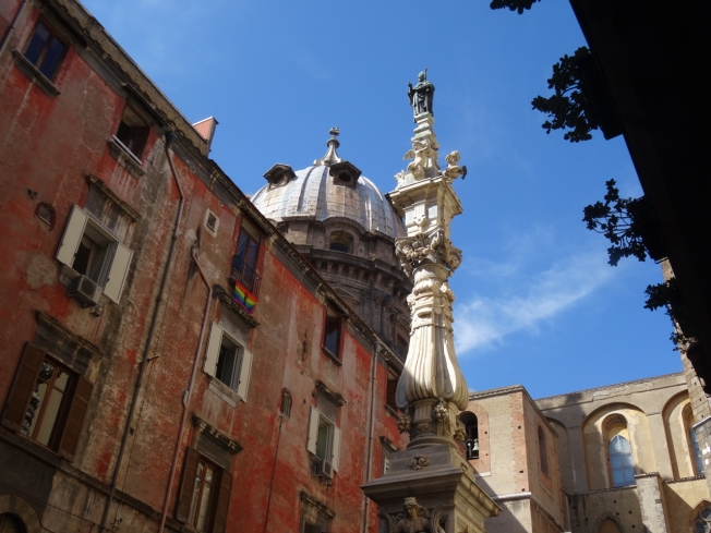 Close to Pio Monte de la Misericordia is the Guglia di San Gennaro (1636) with San Gennaro on the top and the dome of the Capella di San Gennaro behind