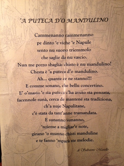 Poem in Napoletano by Salvatore Masiello about the beauty of the trembling notes of the mandolin, music that travels the world from his workshop to keep alive a tradition that passed down through generations of families in Naples