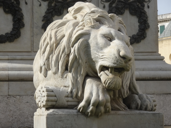 One of the angry lions in the Piazza dei Martiri - they remember Neapolitans killed in clashes with the Bourbons between 1799 and 1860