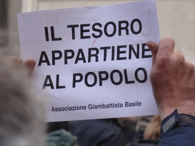 The polite message from Naples to those who would interfere in the city's relationship with San Gennaro: