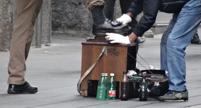 The shoe polisher at the heart of the commute on Via Toledo