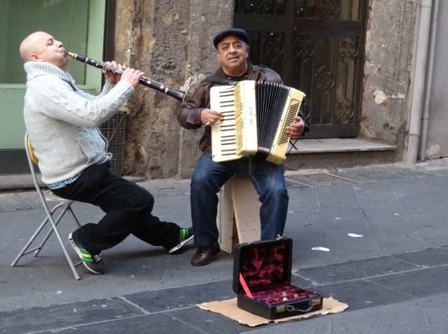 Buskers in Naples