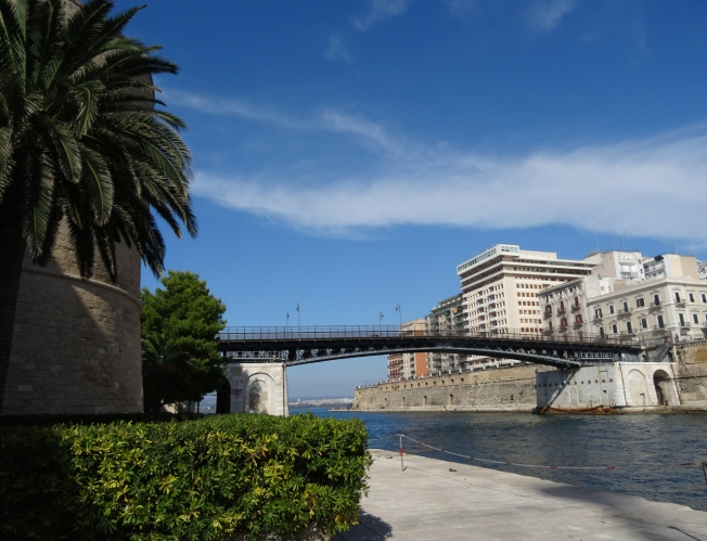 The bridge in Taranto that links its two seas, as well as the old city to the new city