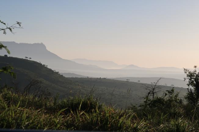 Dawn - Lions Bluff Lodge, Kenya